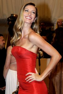 Gisele In An Unbelievable Strapless Dress, So Made For Her And Only Her